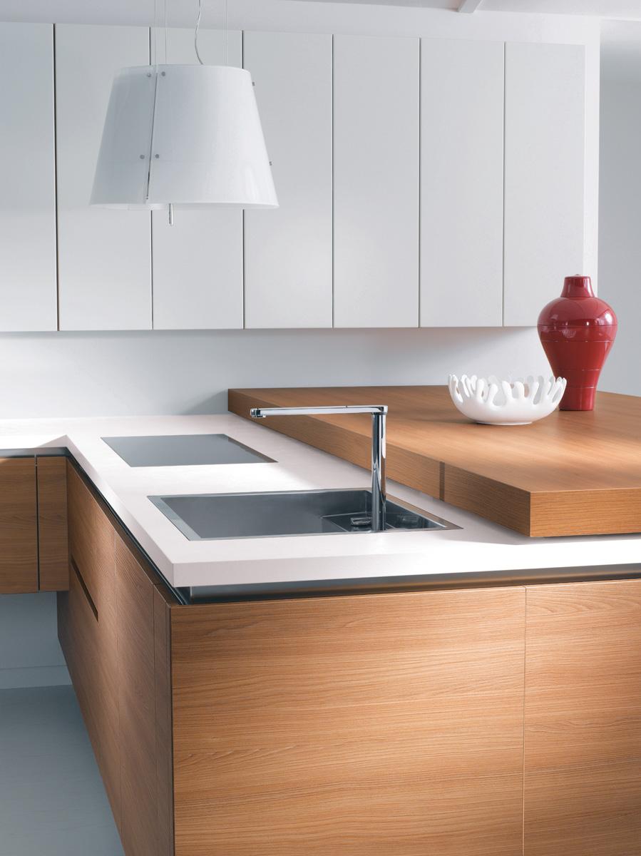 Cuisine b610h placage ch ne horizontal l500f laque blanc for Plan de travail chene 3 metres