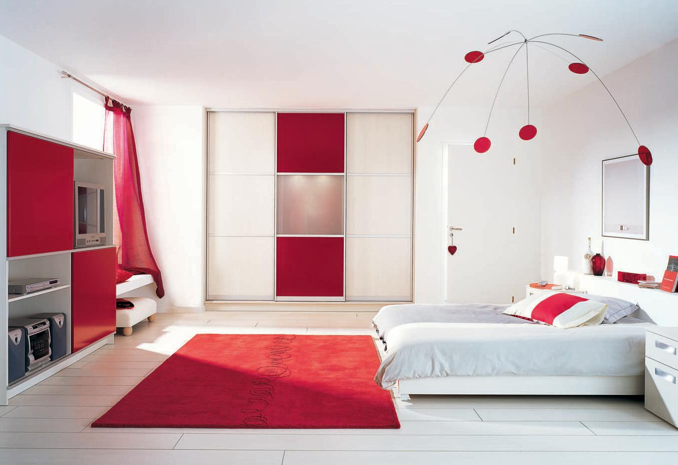 chambre garcon rouge et gris 134542 la. Black Bedroom Furniture Sets. Home Design Ideas